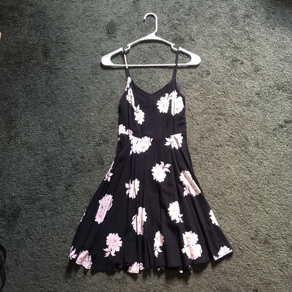 Old Navy Dresses & Skirts - Beautiful black and white sundress Old Navy